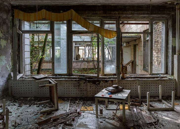 10. Когда-то это был примерный советский город с почти 50 000 жителей, но теперь Припять увядает. В