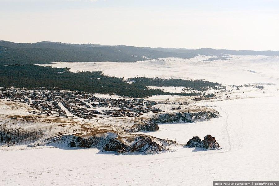 Остров Ольтрек и Борга-Даган. Хорошо видны следы от снежных заносов: