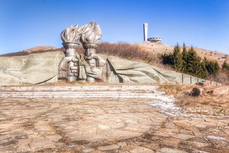 Дом-памятник «Бузлуджа» на вершине балканских гор (12 фото)