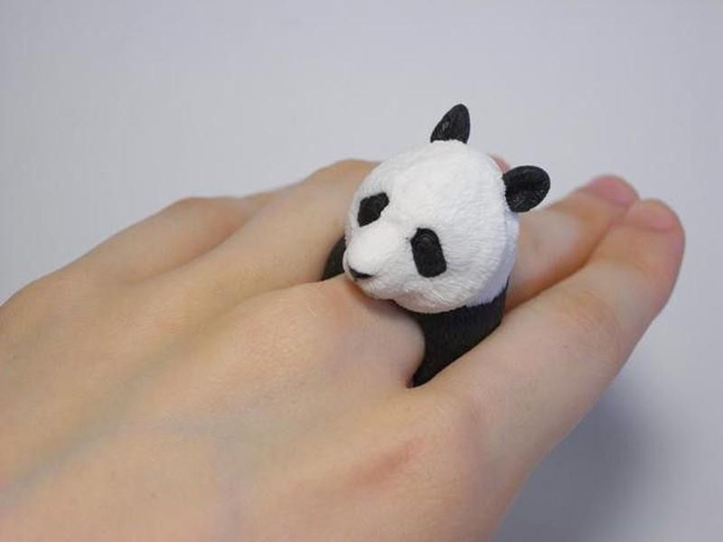 7. Панда Кольцо с реалистичным изображением панды.