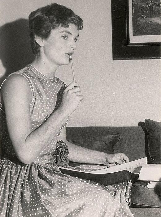 Жаклин Кеннеди была редактором глянцевого журнала Vogue   До замужества Жаклин Бу
