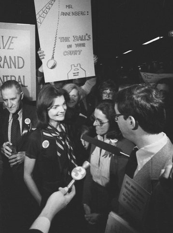 Жаклин Кеннеди спасла Центральный вокзал Нью-Йорка   В 1975 году было принято реш