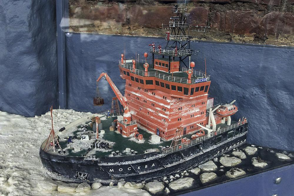 А тем временем уголь из Кузбасса прибыл на погрузку в порт.