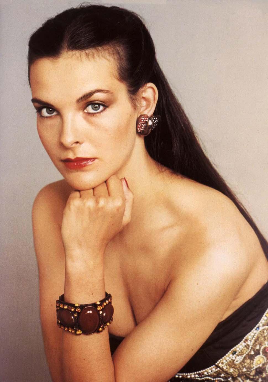 На протяжении 1980-х Кароль Буке успешно снималась в европейском кино.    Буке была замужем за