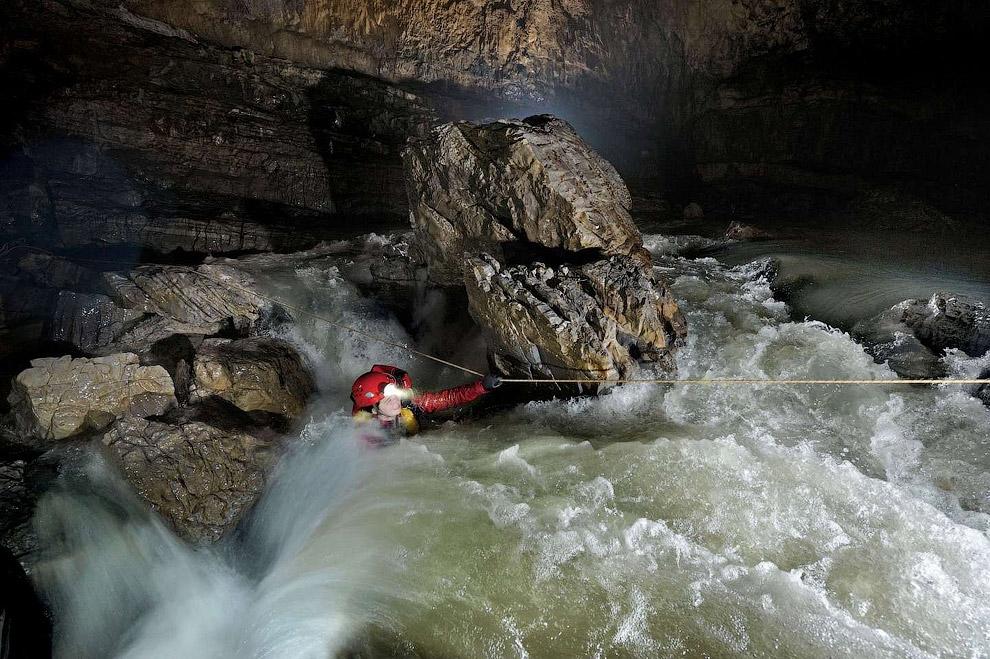 Эта сеть пещер называется Эр Ван Дон (Er Wang Dong).