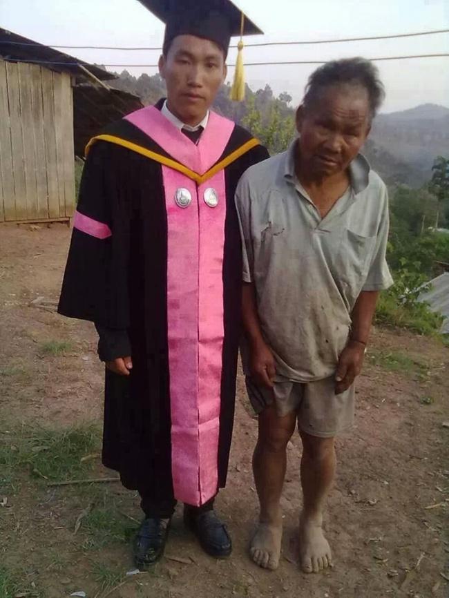 © imgur     Бедный фермер, который водиночку воспитывал сына, изо всех сил тянул его уче