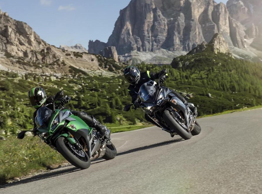 Три новых цвета Kawasaki Z1000SX 2018