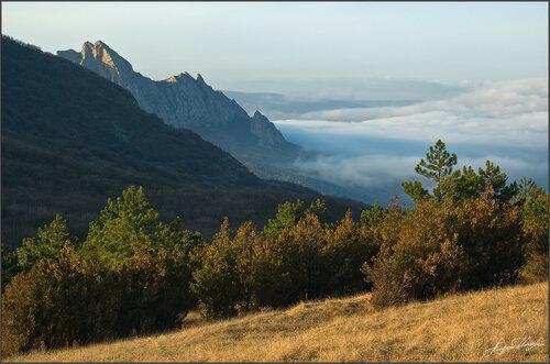 Сюрю-Кая в приливе облаков