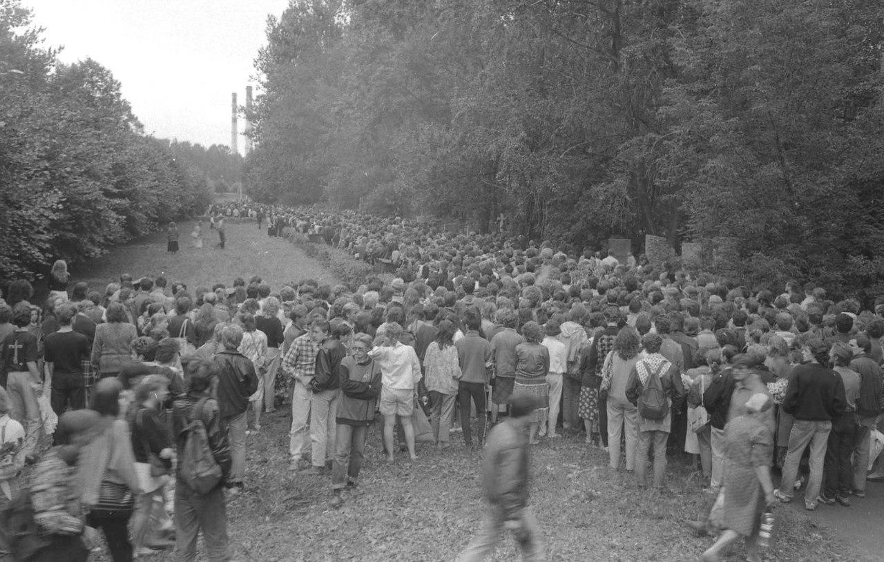 Похороны Цоя. Богословское кладбище. 19 августа 1990