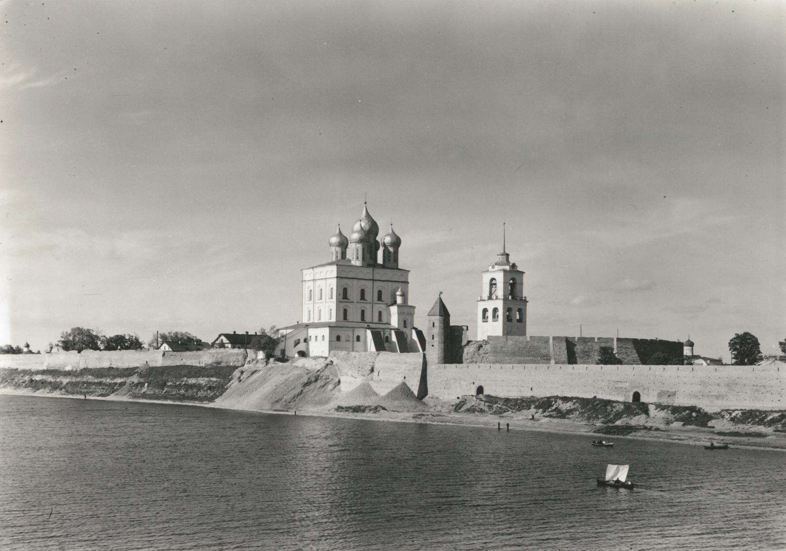 Псков. Кремль. Троицкий собор. Вид с юго-запада