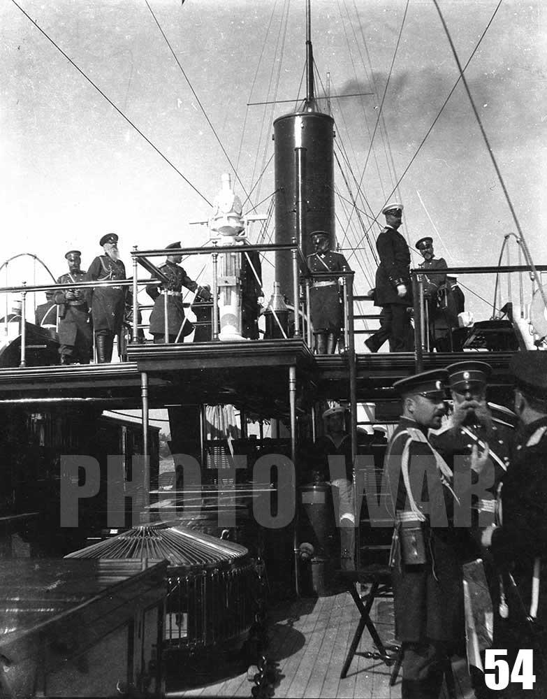 54. Великий князь Владимир Александрович на мостике императорской яхты Александрия.