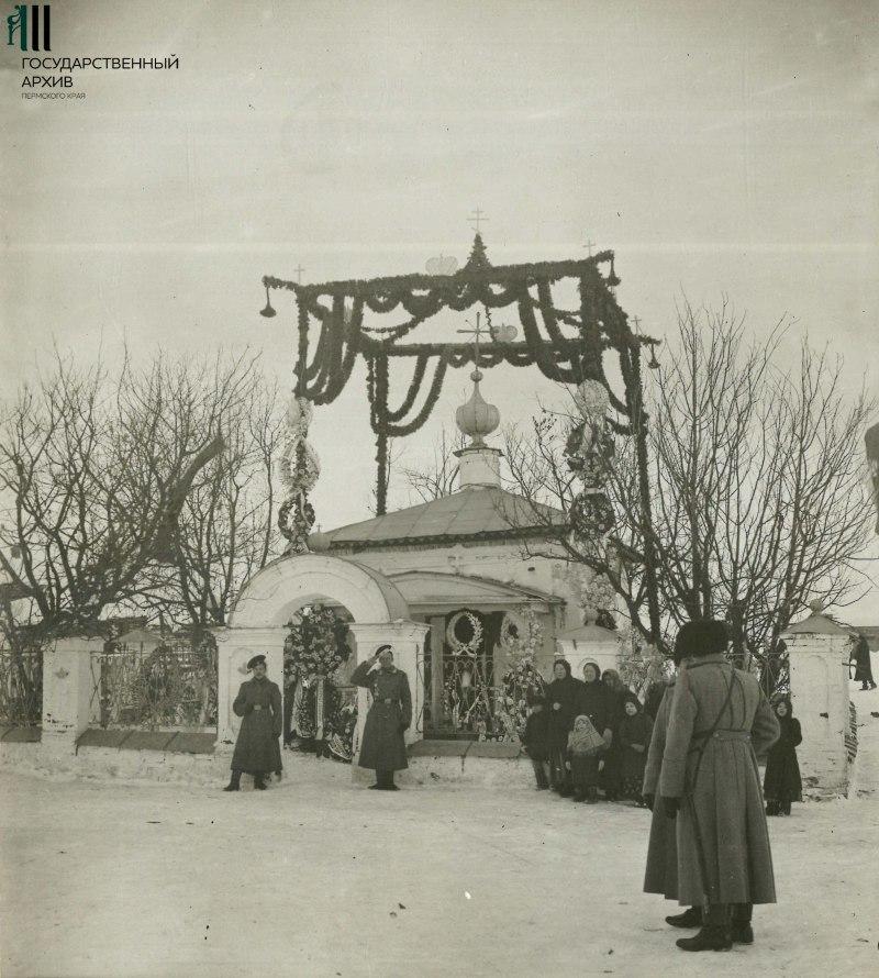Вид часовни во время торжественных празднеств 300-летия царствования дома Романовых