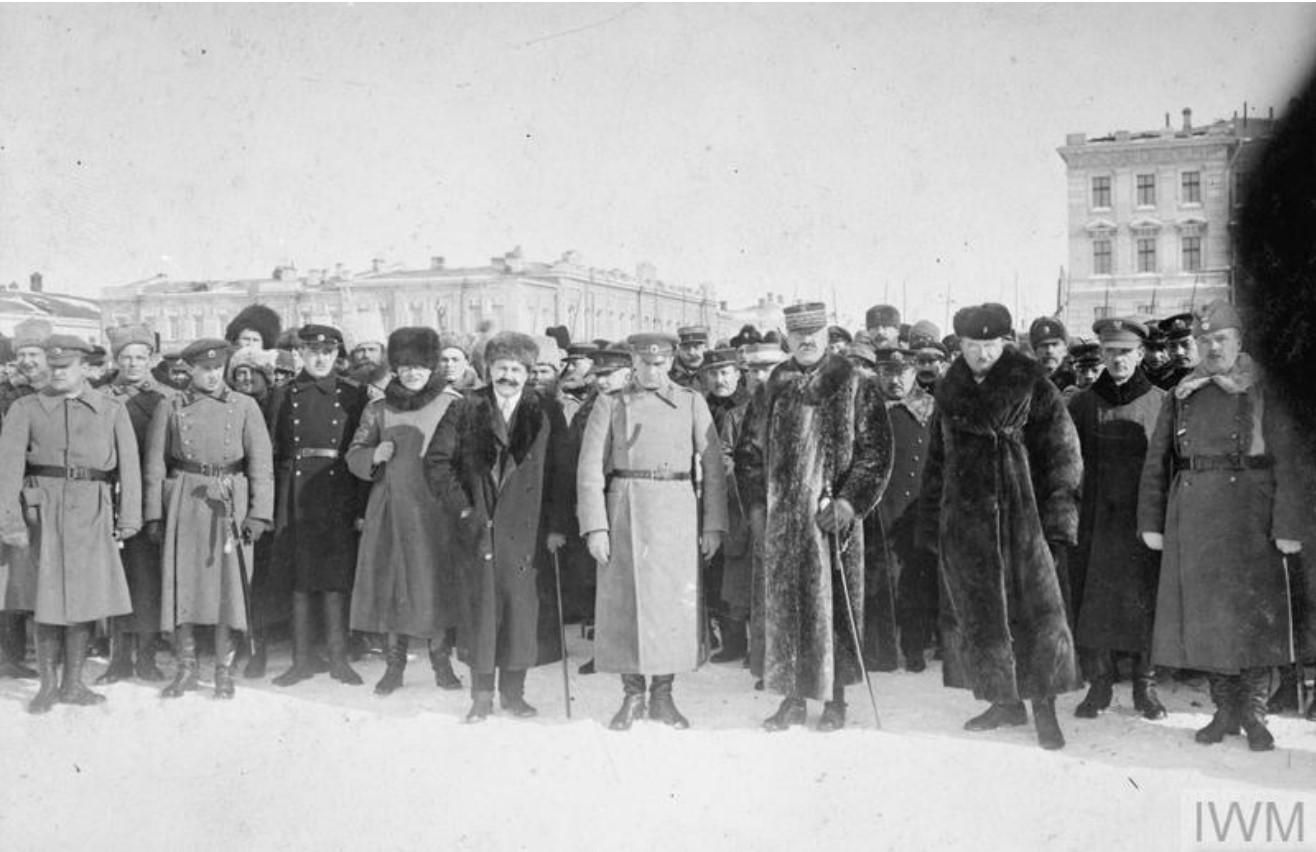1919. Адмирал Александр Колчак (в центре) с офицерами-союзниками (французы, японцы) в Омске