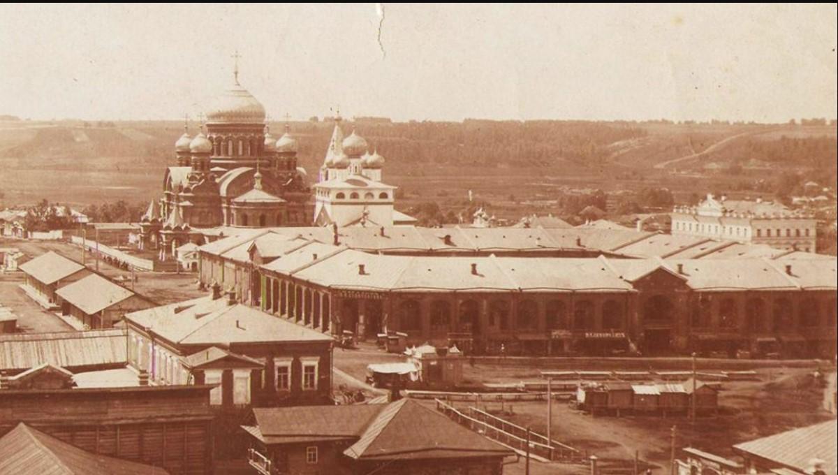 Вид на Соборную площадь. В центре - Гостиный двор