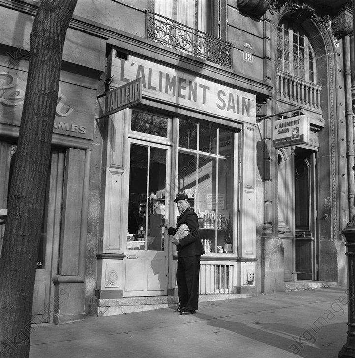 Franz.Polizist Frankreich 1960 / Foto - - 'Paris 1960, prиs du Pиre Lachaise'.
