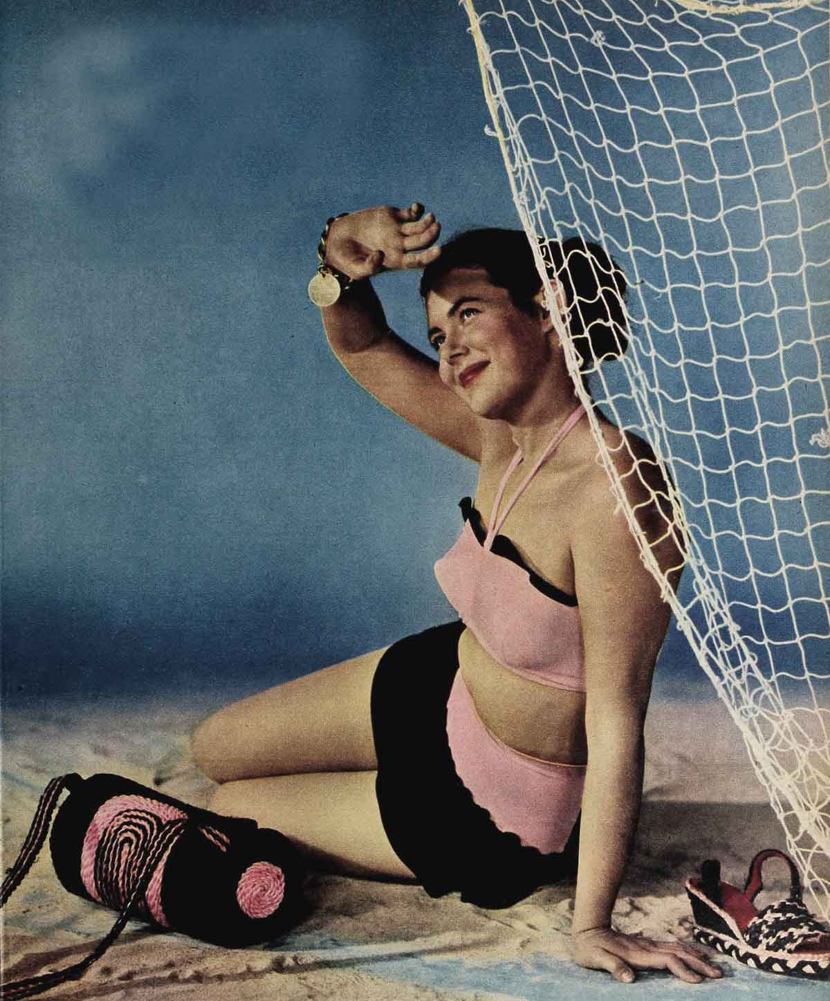 1940s-Fashion-Summer-Frock-and-Swimsuit-Styles-.jpg