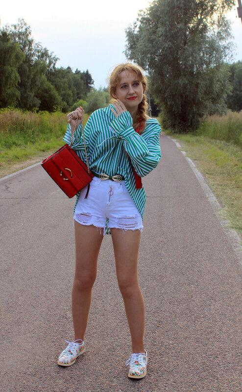 Рубашка  - Zara, сумка - Mango, шорты - Stradivarius