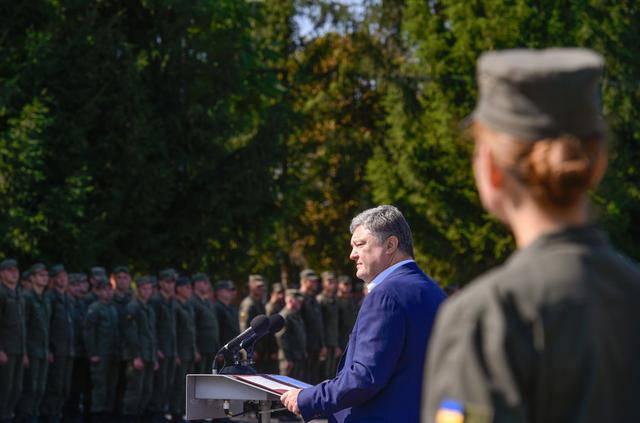 """""""Об их подвигах должна знать и помнить вся страна"""", - Порошенко вручил госнаграды воинам Нацгвардии на Виннитчине. ФОТОрепортаж"""