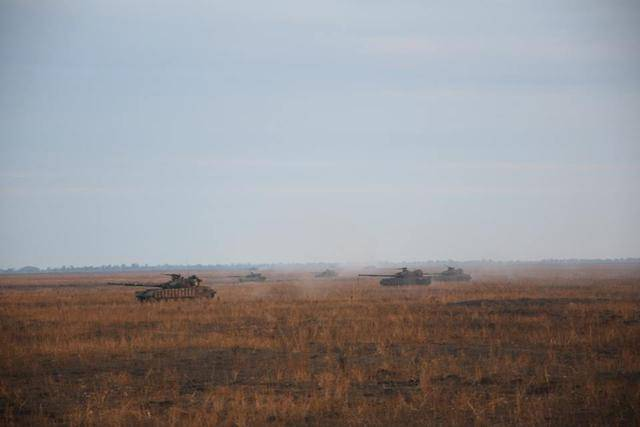 Тактические учения с привлечением танков, артиллерии и авиации прошли на Николаевщине, - Генштаб ВСУ. ФОТОрепортаж