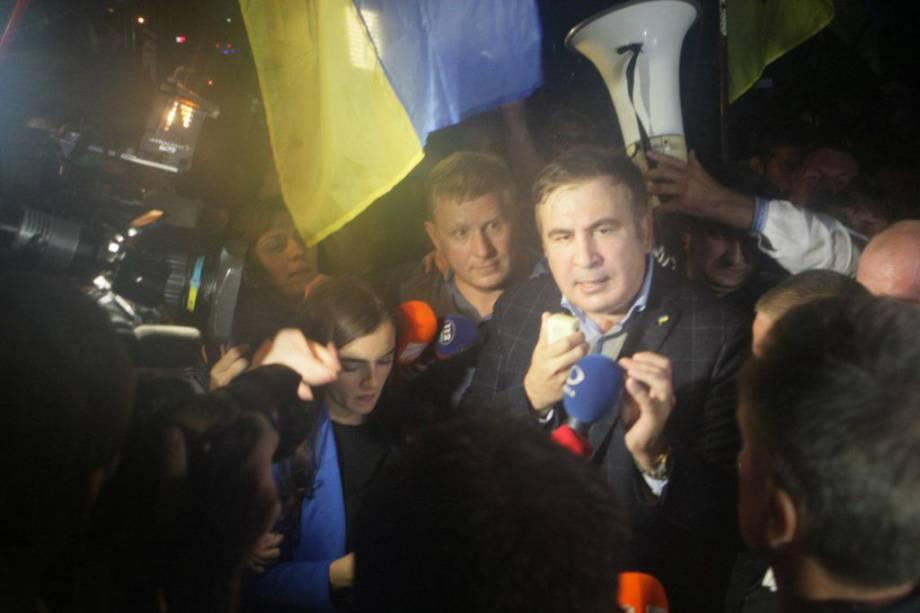 Пограничники пытаются вручить Саакашвили админпротокол о нарушении во время пересечения границы — РНС