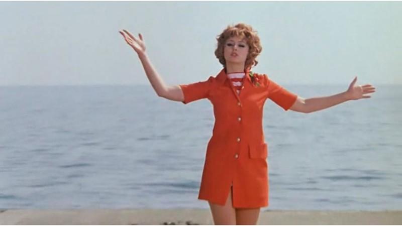 Ее пани Катарина из «Кабачка 13 стульев» говорила: «Если мини-юбки и дальше будут укорачиваться, то