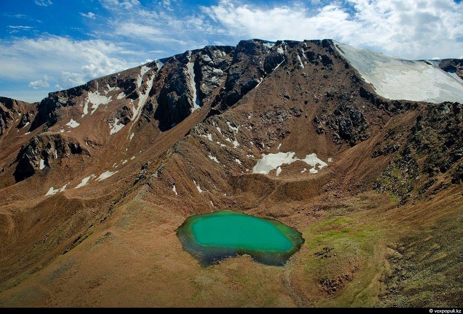 Морены (ледниковые отложения) — участник вечной мерзлоты на высотах свыше 3-х тысяч метров, в