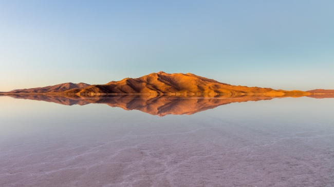 © wikimedia     Высохшее соленое озеро Уюни хранит всебе 10млрд тонн соли. Кажд