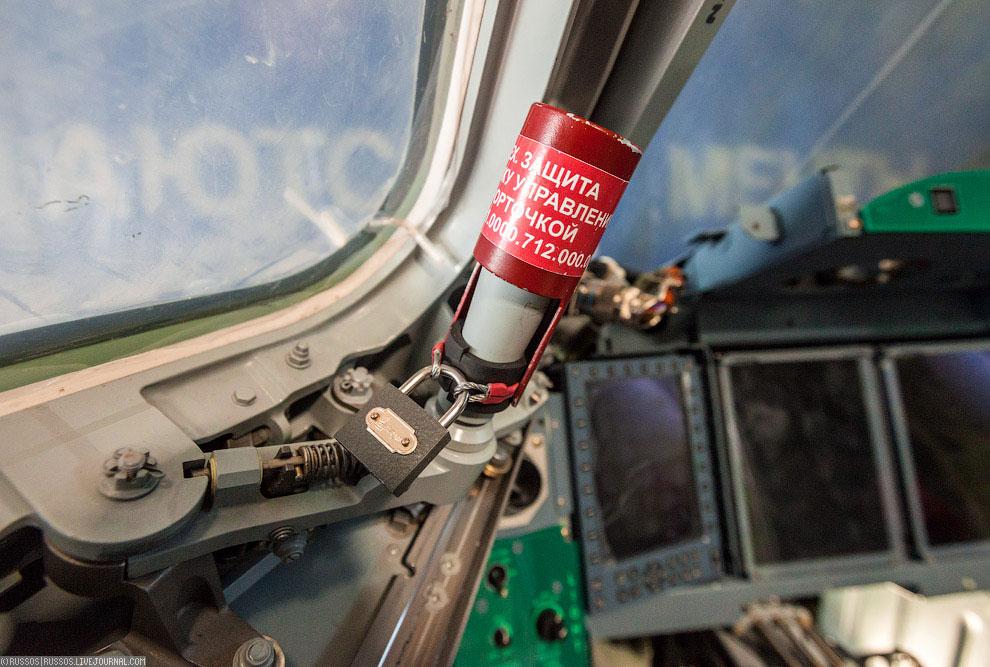 Основное при сборке самолета — выдерживать такты. Все операции строго нормированы, и многое з