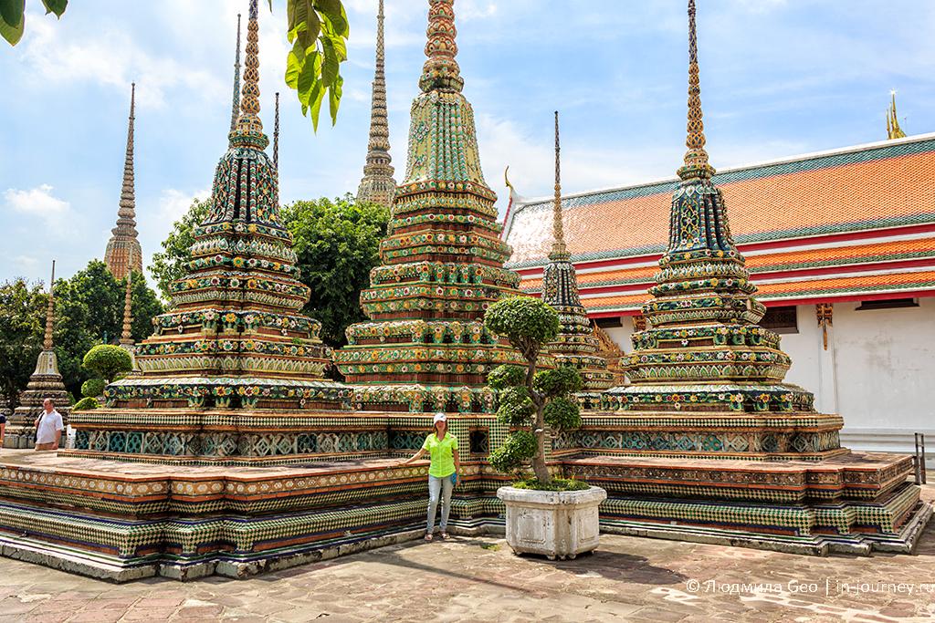 ступы у Ват По, у храма Лежащего будды