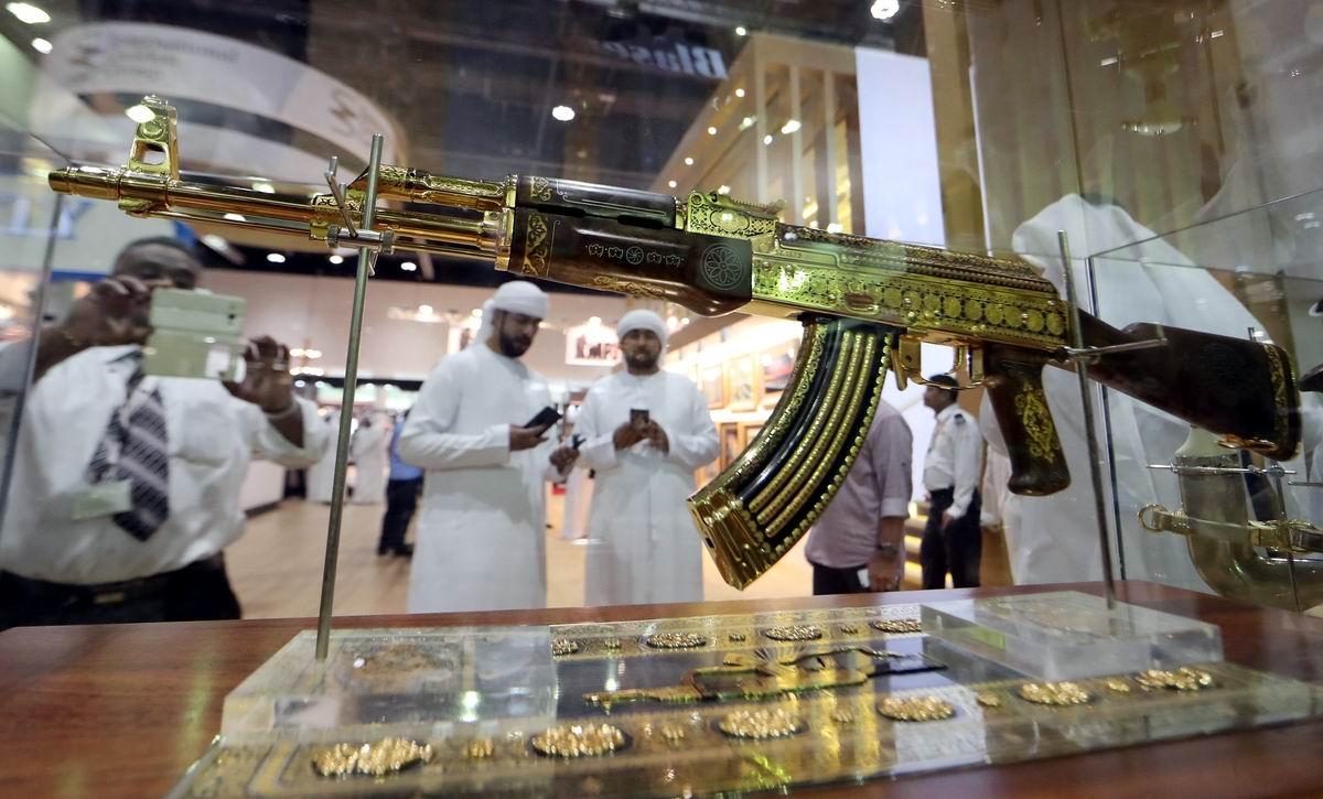 У арабских шейхов свои причуды: Золотой Калашников
