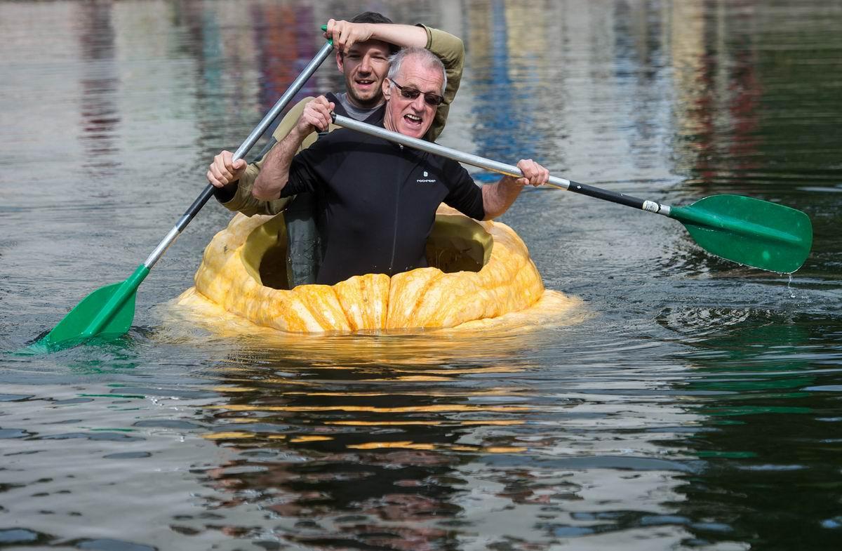 А мы уходим в плаванье к далеким берегам: В лодке из выпотрошенной тыквы