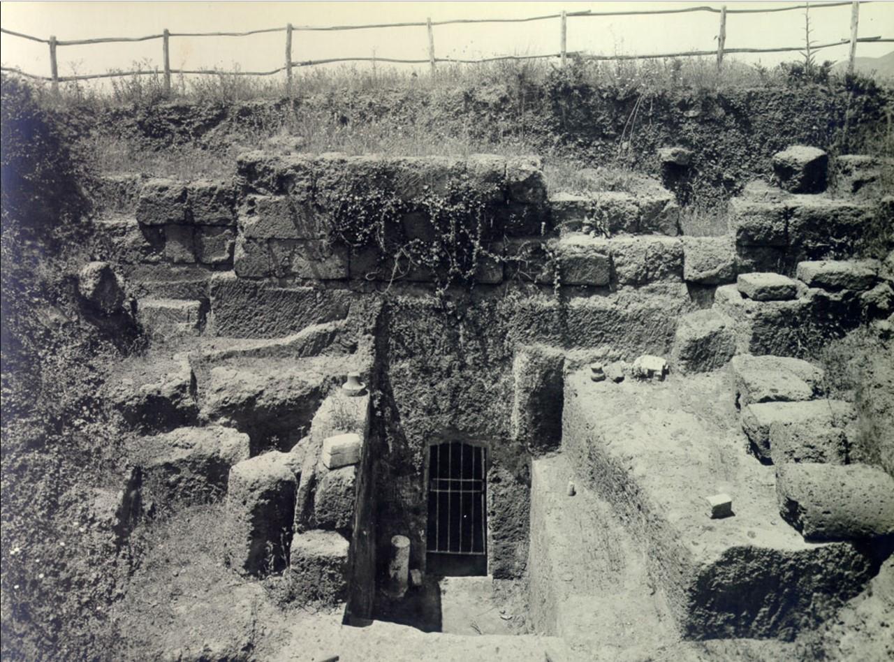 Гробница Триклиния. Вход