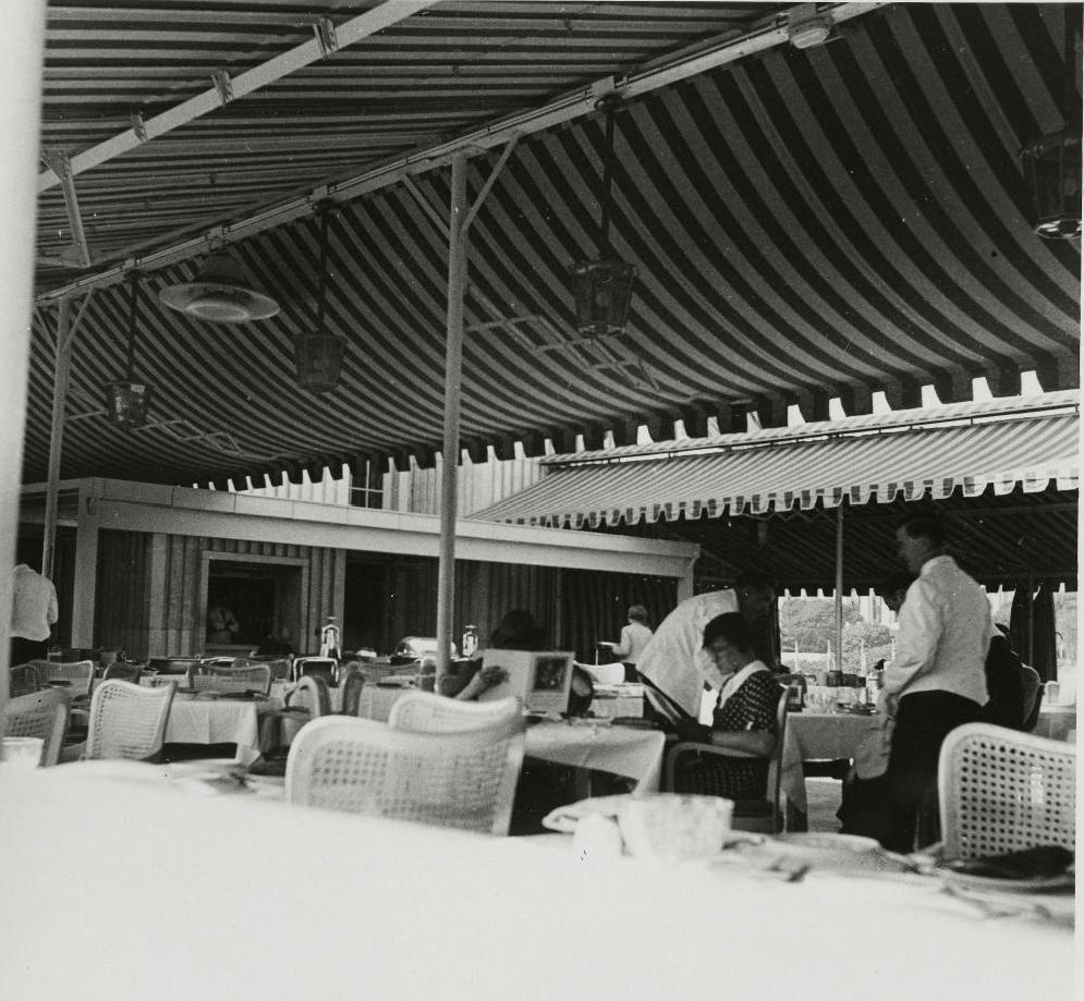 Павильон Германии. Интерьер ресторана на крыше павильона