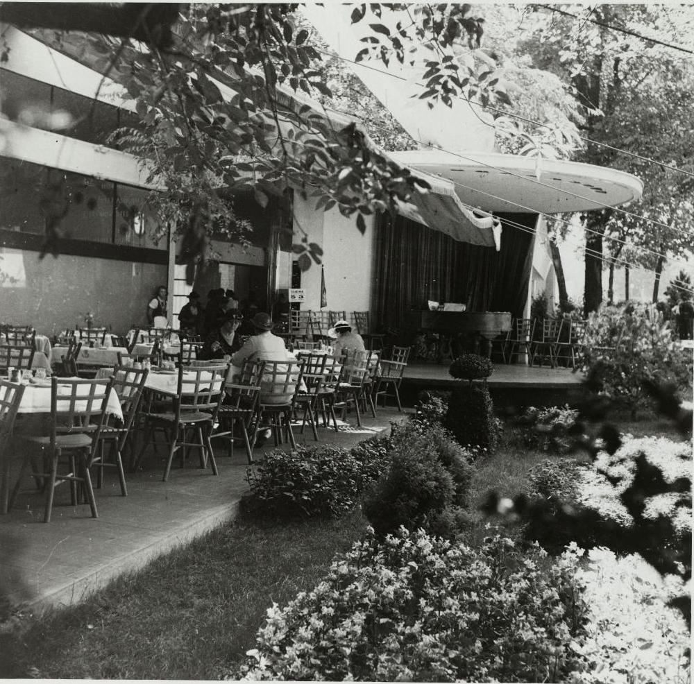 Павильон Польши. Ресторан «Терраса» в сочетании с эстрадой под открытым небом