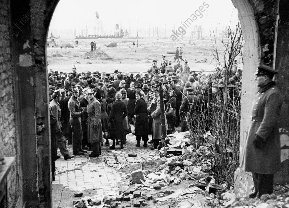 Nachkriegszeit/Schwarzmarktrazzia 1946 - Black market raids / Berlin / 1946 -