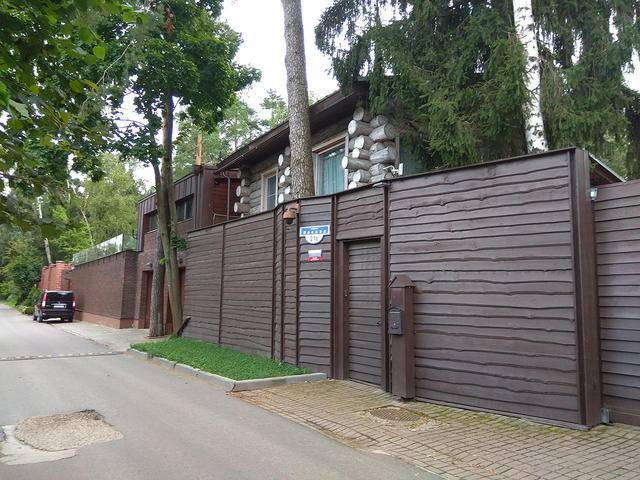 Янукович проживает на бывшей даче маршала Буденного, а не в доме супруги экс-министра финансов РФ, - росСМИ. ФОТОрепортаж
