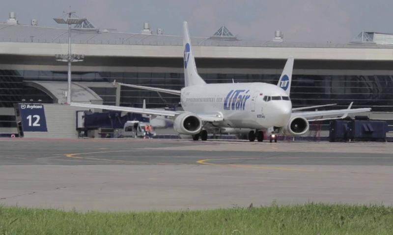 Самолёт врезался вограждение терминала ваэропорту Внуково