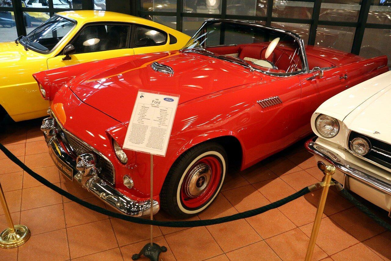 Стамбул. Музей Рахими Коча. Ford Thunderbird 1956 года