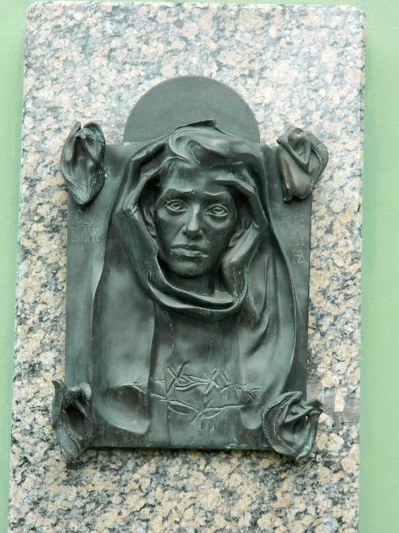Памятник Ксении Петербургской