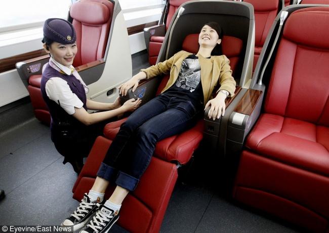 © Eastnews  Бизнес-класс высокоскоростного поезда Пекин— Шанхай Поезда вКитае— хороший спос
