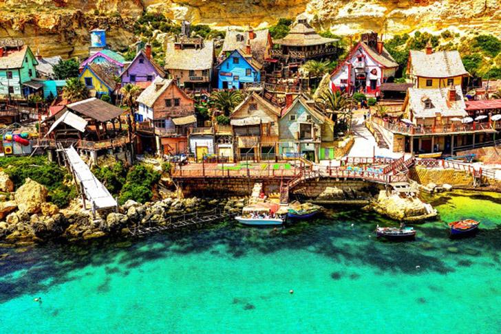 7. Деревня Попай. Деревня Попай – это группа сельских деревянных строений, которые находятся в 3 км