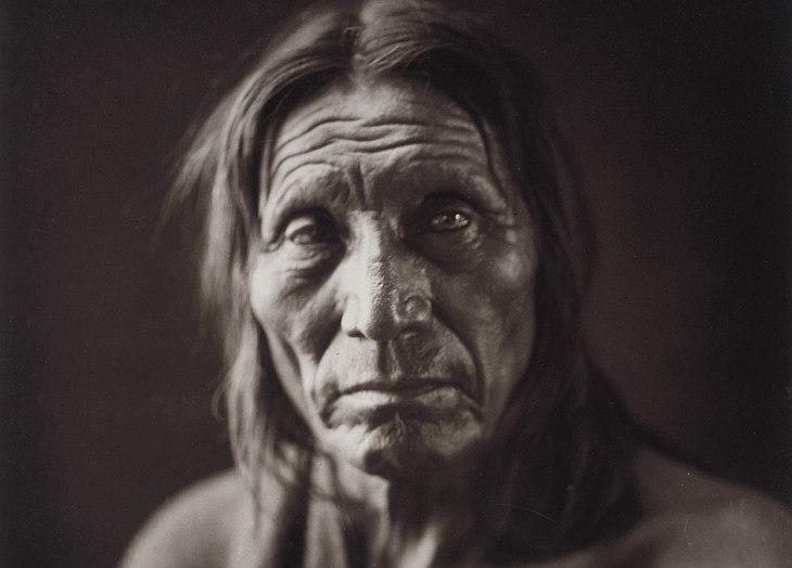 Хопи — индейский народ , проживающий на площади 12 635 кв.км. в резервации Хопи на северо-восто