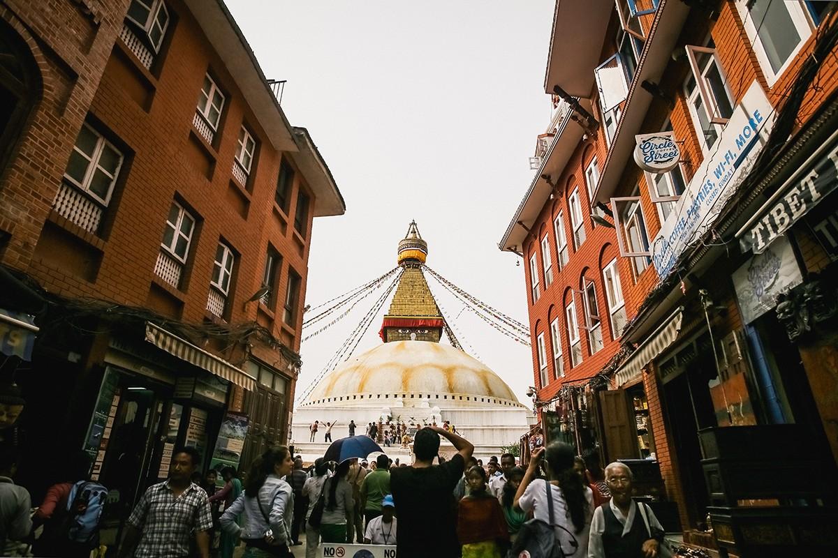 36. Вторая визитная карточка Катманду — ступа Боднатх. Она тоже расположена на окраине, но с другой