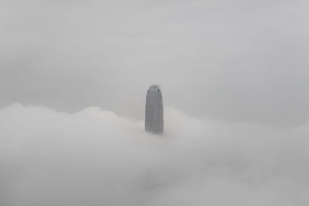 13. На вершине холма Сайкун. один из 18 округов Гонконга. Сайкун — один из 18 округов Гонконга,