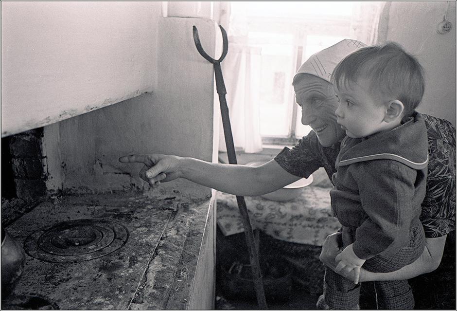Ролов родился в 1953 году на Урале. Поначалу работал фотокорреспондентом в местной прессе, а в 1985