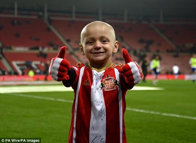 «Покойся с миром, Брэдли Лоуэри»: 6-летний фанат «Сандерленда» умер от рака (8 фото)