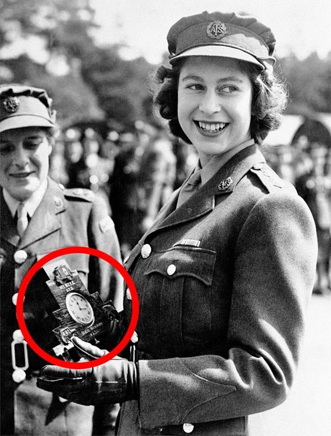 Будущая королева Елизавета II служит в армии, 1945 год. Во время Второй мировой принцесса служила в