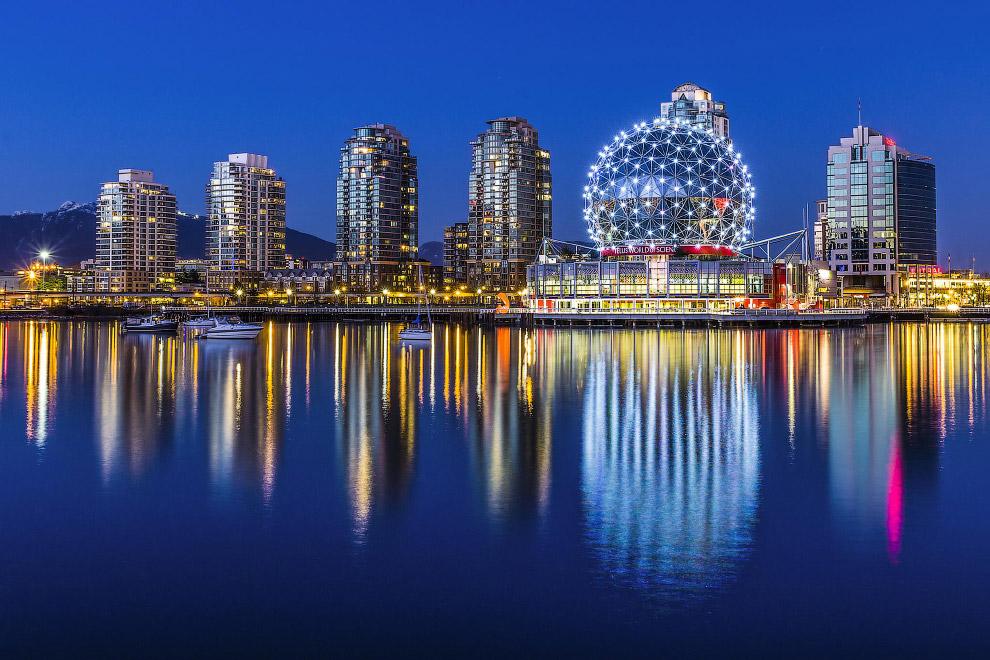 Это 3-й по величине город Канады с населением 2 433 000 человек и крупнейший населённый пункт п