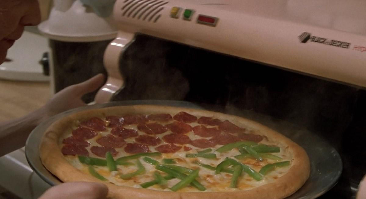 22. Засовываешь в него крошечный кружочек как бы пиццы и достаешь большую и дымящуюся. Тут можно всп