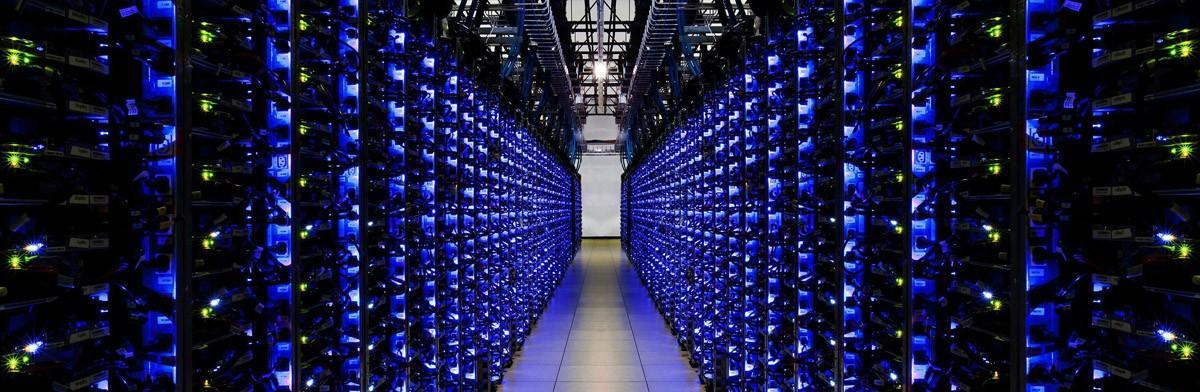 30. Вот примерно столько серверов с данными для хранения данных с человеческого мозга. Разумеется, в